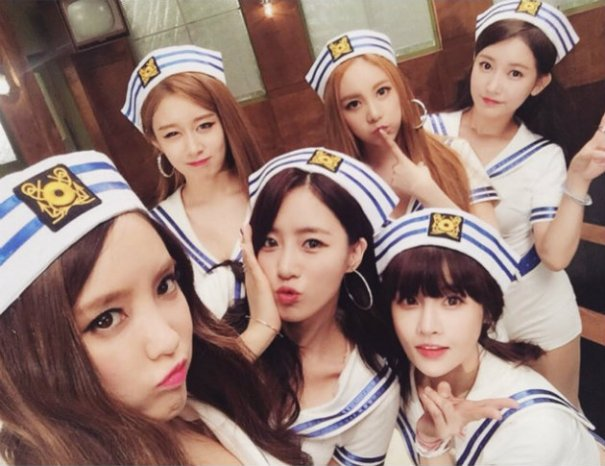 """T-ara Makes Comeback with Marine-Themed MV For """"So Crazy"""""""