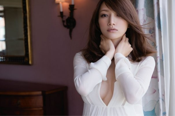 [Jpop] Maki Goto Shows Off 8 Months Pregnant Figure In