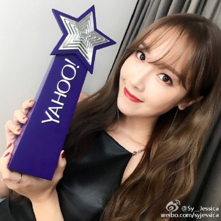 "Jessica Wins ""Most Searched Female Artist"" Award at Yahoo Asia Buzz Awards for the Second Time"