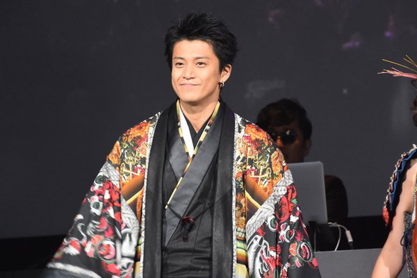 [Jpop] Shun Oguri Makes His First Walk Down the Runway at Nobunaga Concerto's Fashion Show