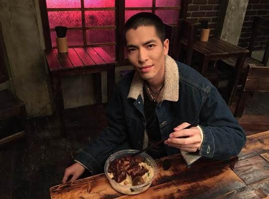 [Cpop] Jam Hsiao Injured After Falling Off Moving Truck