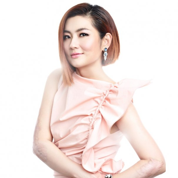 S.H.E's Selina Implies Divorce From Richard Chang Not Finalized