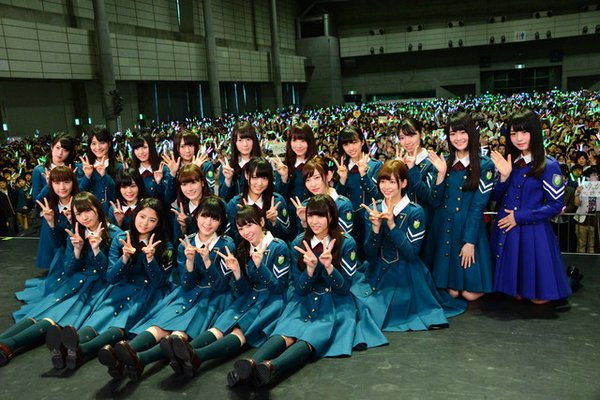 Keyakizaka46's First Handshake Event Brings Out 10,000 People & Aid To Earthquake Victims