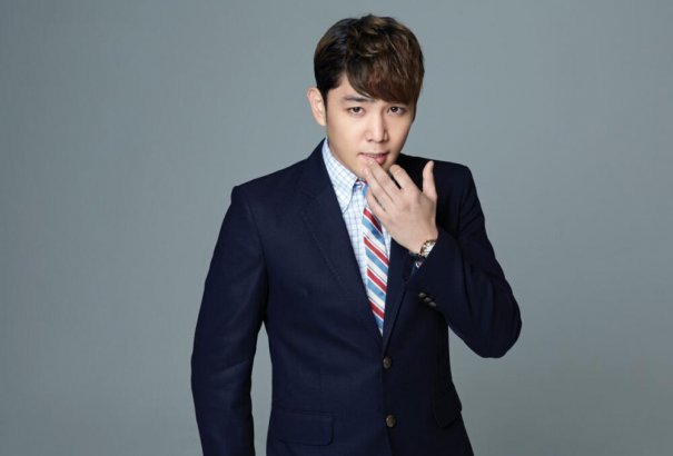 [Kpop] Super Junior's Kangin Crashes Car While Drunk Driving