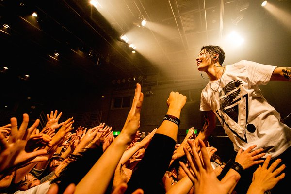 """MIYAVI Invites You to Send in Dance Videos and Reveals Details on """"Fire Bird"""""""