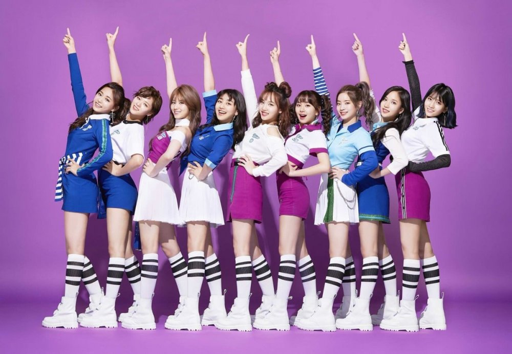 TWICE Places 1st On Oricon Chart With Debut Japanese Single