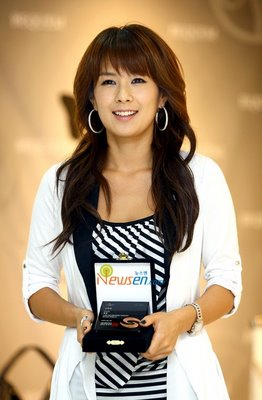 Chae Yeon Is CEO Of Bequem Fashion
