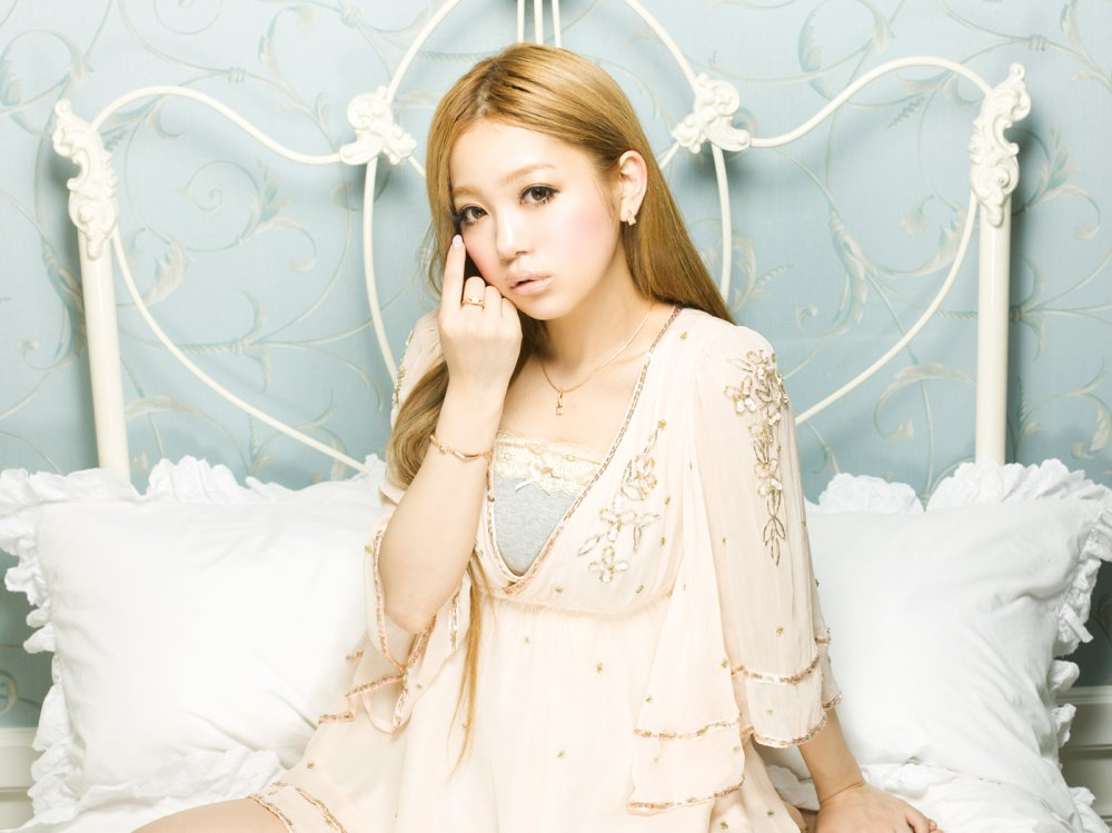 [Jpop] Kana Nishino Reportedly In Relationship, Living With Boyfriend