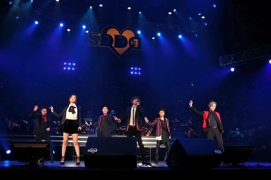 [Jpop] AAA Holds First Concert As 6-Member Group