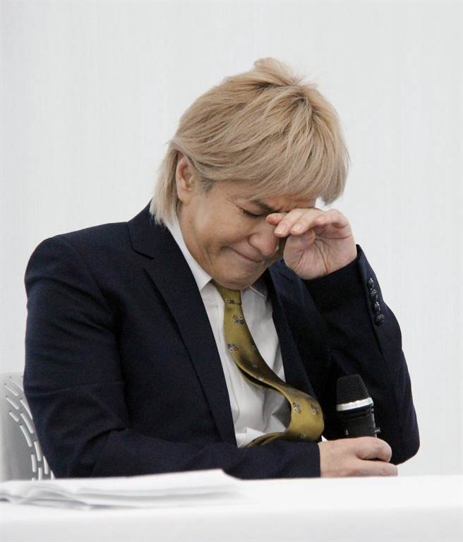 [Jpop] Shukan Bunshun Under Fire For Report Leading To Tetsuya Komuro's Retirement