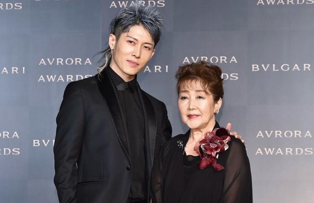 25a8fa7aa92 MIYAVI Appears with his Mother at Bvlgari Avrora Awards 2018